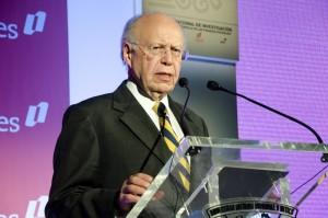 Carlos Rojo M en el lanzamiento del Premio Nacional de Finanzas Estatales