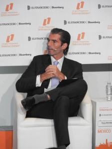 """Panel """"El ahorro como motor para impulsar el crecimiento"""" Raúl Martínez Ostos"""